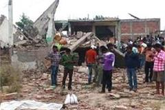 lucknow four houses collapsed 2 killed many injured in kakori