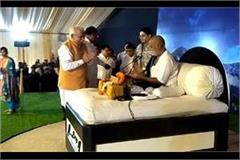 chief minister who arrived in the ramakatha of morari bapu