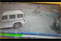 women fell down on road from moving bike