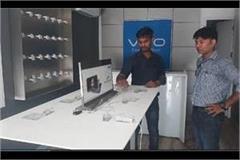 stealing in vivo mobile service center in sohna cctv recorded