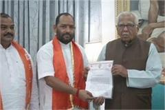 passport dispute shiv sena in support of officer