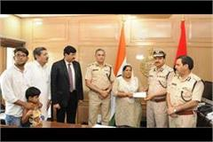 constable bhagirath family got insurance cover of 30 lakh by dgp