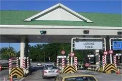 employee demands money on toll plaza woman gets beat up
