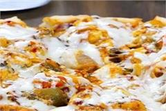 making tandoori cheese pizzas at home is very easy