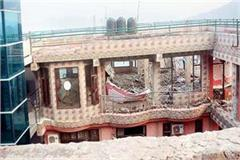 the laborers shortage to remove illegal construction in kasauli