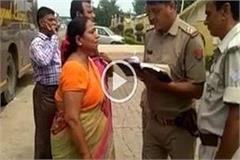 shamli looter chain from female tourists