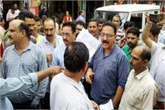 shoppers siege the employees during remove the on encroachment