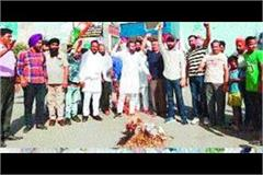 youth congress slams amit shah s effigy