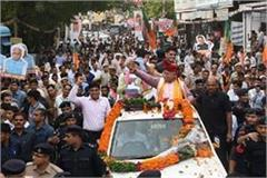 thieves entered in chief minister khattar road show politicians money looted