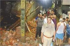 allahabad school wall collapses due to heavy rain 4 kids washed away