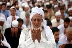 muslims read quran in ayodhya