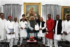 delegation of sp met the governor ramnayak the memorandum