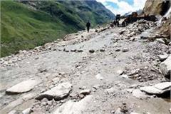 rohtang koksar marg replacing in drain trouble of passer by and tourist