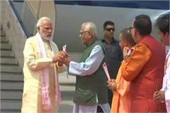 pm modi arrived in varanasi on a 2 day tou yogi and naik welcome