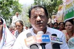 congress mla sit on strike outside the hospital on second day