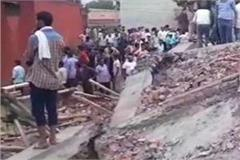 4 storey building collapsed in ghaziabad many people buried under debris