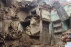 three storey old building collapsed in kanpur