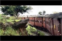 the passengers did not stop the train from stalking the driver cum driver