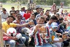 craze of fight of khali crowd gathered from morning for evening show