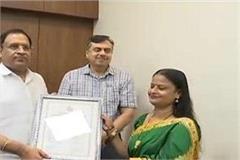 8 handicrafts artisans were awarded the state handicraft award 2016
