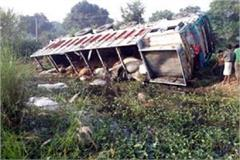 truck loaded with uncontrolled truck 2 people killed