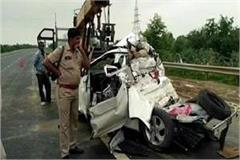 yamuna expressway made by death car and container