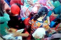 chain snatcher gang cut the chain of female devotee crime record in cctv