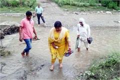 mla on barefoot inspect the tubewell