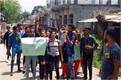 students of dehri college on the road against the government