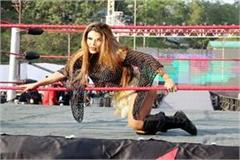 people carzy for dance of rakhi katy at the great khali wrestling show