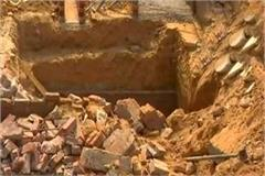 3 family members killed in wall collapse
