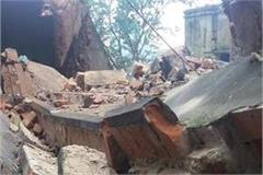 30 people buried in wall collapse in badayun 8 seriously injured