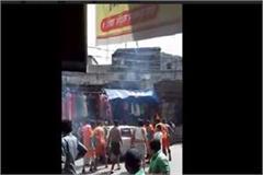 cavalcade hooligans in muzaffarnagar pickets on the car
