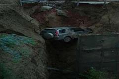 agra lucknow expressway service road bolero fell down at 50 feet