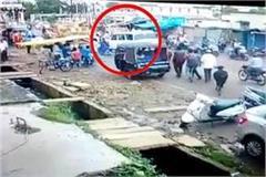 uncontrolled car in ashoknagar