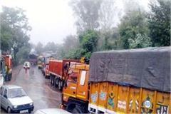 landslide on chandigarh manali nh  traffic jam