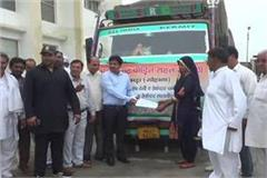 kerala flood sdm carried off truck filled with relief material