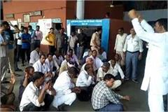 haryana roadways workers protest for suspension of an employee