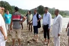 former mla meet with flood affected farmers target on bjp