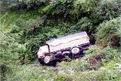 uncontrolled truck fell down from road 3 people including driver survived