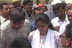 disgruntled farmers protest against union minister anupriya patel