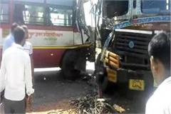 bus collision in bus truck on agra lucknow expressway one killed