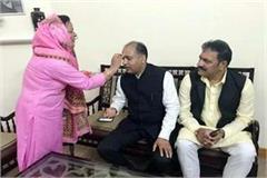 former president of women s commission tied rakhi to cm jairam