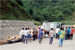 truck overturned on kalka shimla highway 3 injured including driver