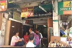 thieves breaks lock in four shops