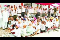 pensioners gave strike for demands