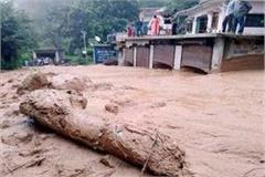flood in ravine due to cloud burst village in danger