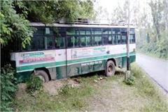 bus fall in drain during save the animals big accident defers