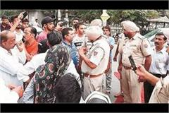 young man arrest due to not taken challan
