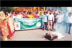 education provider teacher union blown effigy the government
